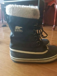pair of black-and-white UGG boots Montréal, H4K 1N5