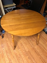 ROXTON -SOLID MAPLE TABLE Welland, L3C 6M2