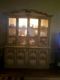 hutch can be use as buffet is in two pice upper n lower case Oakville, L6M 3R8