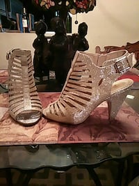 Gold heels size 10. Very cute!