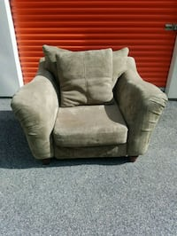 GREEN MICROFIBER SOFA CHAIR WITH PILLOW Forest Hill, 21050