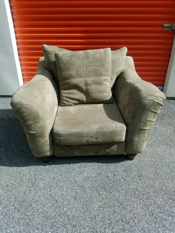 GREEN MICROFIBER SOFA CHAIR WITH PILLOW