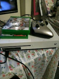 White Xbox One s console with controller Martinsburg, 25401