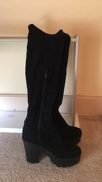 Thigh high boots, size 6-7 Hadfield, 3046
