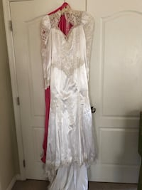 Size 10 Wedding Dress with Veil Brandywine, 20613
