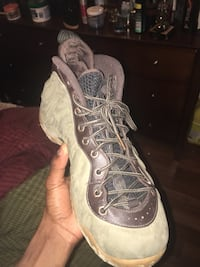 unpaired gray and brown Air Jordan basketball shoe Toronto, M1T 3M7