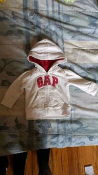 Baby gap sweater size 3-6 months Whitby, L1N 3C7