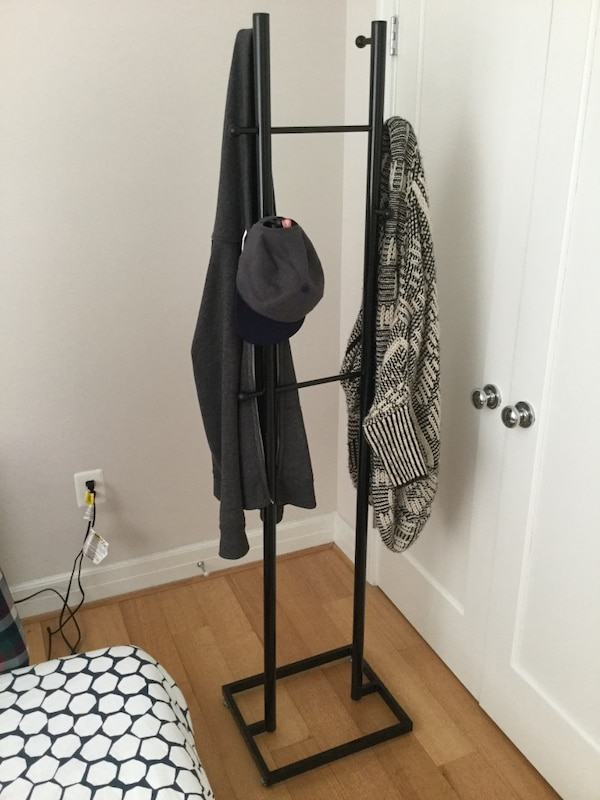 black metal clothes rack 414f4c9b-7fa6-4ad7-a5c3-975382cebf63
