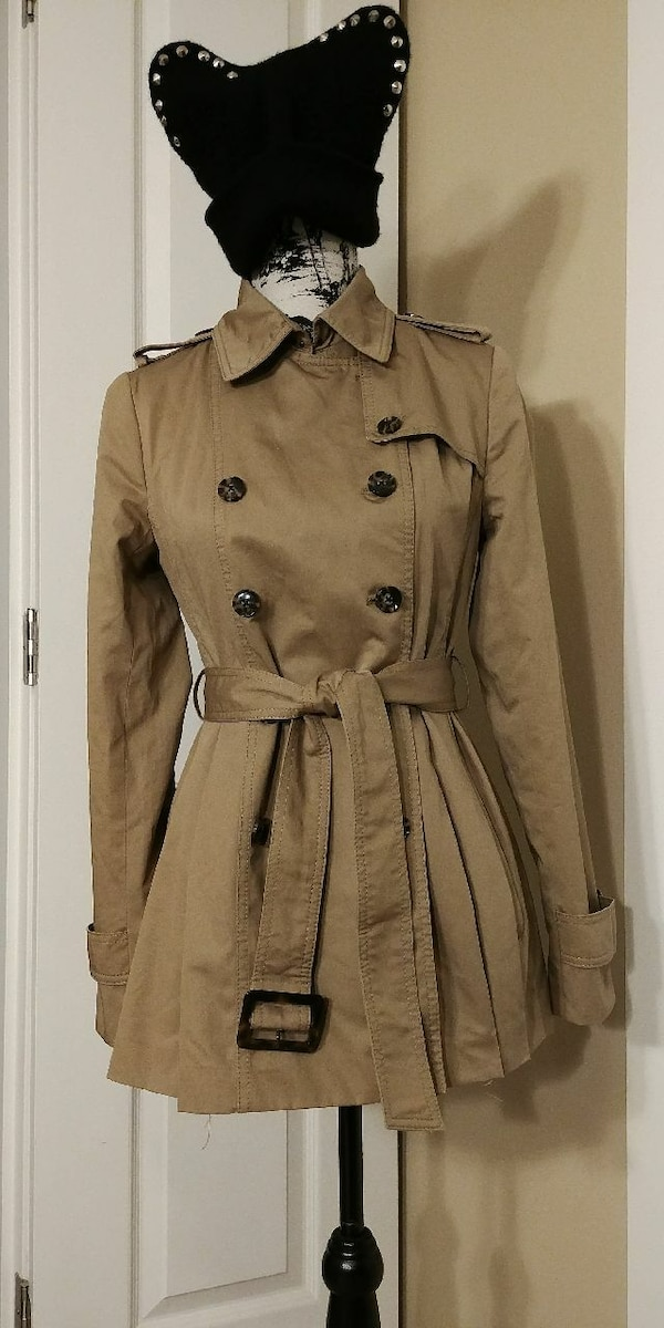 Brand new Banana Republic women's trench coat