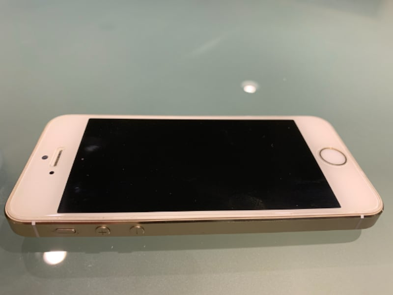 iPhone 5S Unlocked, 16 Gb with 7 Brand New Cases 96555809-3b28-4076-b194-a6278fecb32c