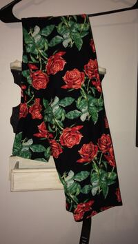 Black, red, and green floral leggings new with tags Gettysburg, 17325
