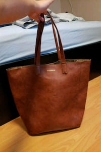 Pull and bear tote Vancouver, V5S 2M8
