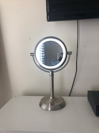 Silver cosmetics mirror with light Reston, 20194