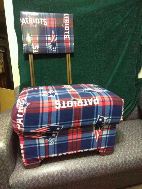 Astonishing Used Blue Red And White Plaid Sofa Chair For Sale In Gamerscity Chair Design For Home Gamerscityorg