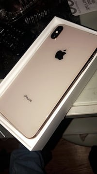 gold iPhone XS with box 902 mi