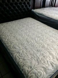 white and gray floral bed sheet Huntington Beach, 92647