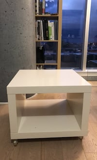 White coffee table with wheels Montréal, H3G