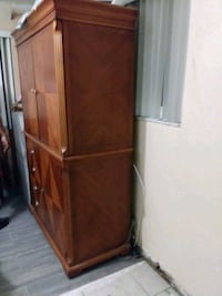 brown wooden 2-door cabinet Miami Gardens, 33056