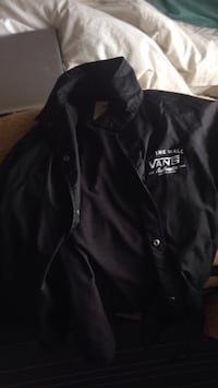 vans windbreaker medium  Kelowna, V1Y 8E4