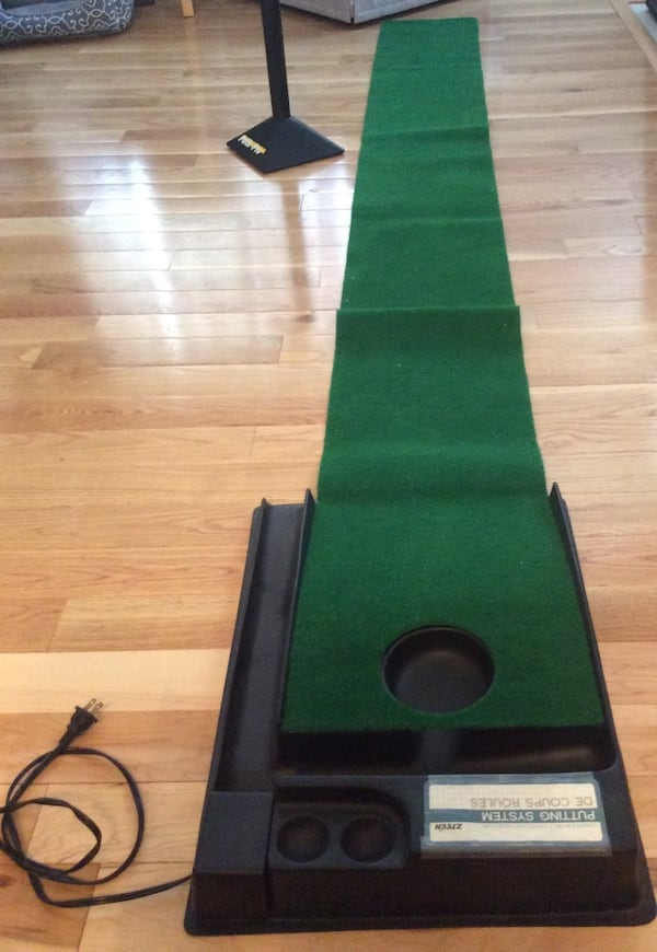 Golf putt putt practice anywhere! Great condition, used once, works great. Pickup in Falls Church . 4749305e-45a1-4e9d-9aeb-e5dec580da47