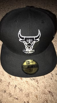 black and white Chicago Bulls fitted cap Fresno, 93722