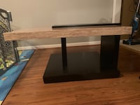 Coffee table  Lorton, 22079