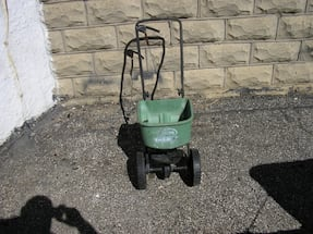 Scotts Basic Lawn Spreader $20