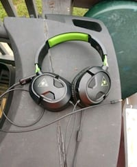black and green corded headphones Forest Hill, 21050