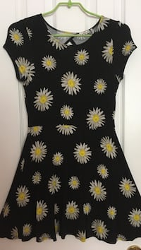 black and white floral crew-neck cap-sleeved dress