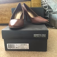 pair of Taupe Kenneth Cole leather high-heeled shoes with black box Los Angeles, 90025