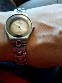 round silver analog watch with link bracelet St. Catharines, L2M 4G1