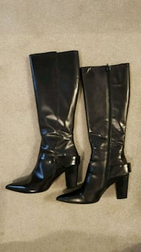 Pair of black Italian leather heeled boots Ottawa, K2M 0A1