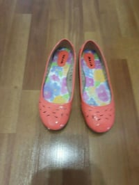 Women's Peach flats  Saint Thomas, N5P 4P4
