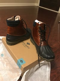 Pair of black-and-brown sperry leather duck boots with box Calhoun