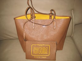***Coach City Reversible Tote in brown and yellow ***