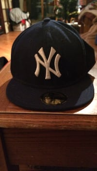 black and white New York Yankees fitted cap Winnipeg, R3T 0E1