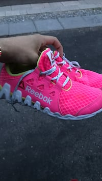 Reebok Zictech runners excellent Condition size 5 Toronto, M1G 1R5