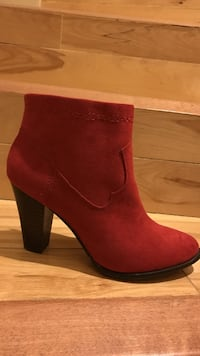 Red faux suede booties  Vancouver, V5X