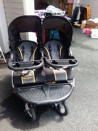 Twin baby's black and gray Navigator stroller null