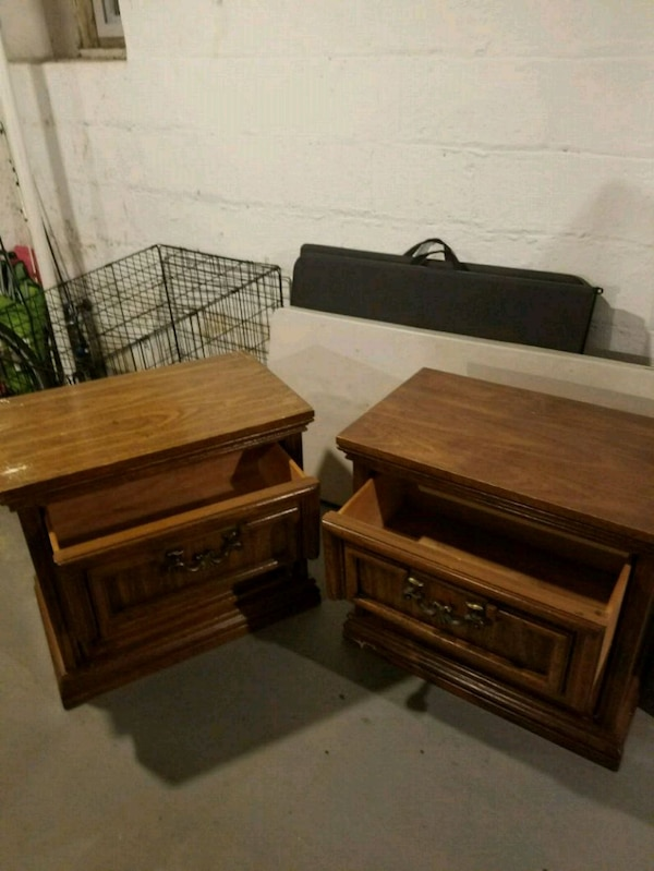 Two wooden nightstands b7443797-52e0-439b-80ff-eee902cb8201