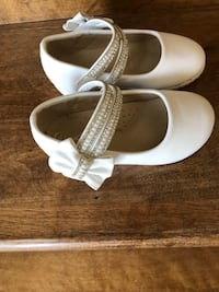 Beautiful withe kids shoes size 7 Montreal, H1J 1G2