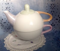 Porcelain teapot and cup set Montreal, H3X 2C7
