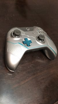 Halo 5 Guardians Xbox one wireless controller  Guelph, N1K 1J3