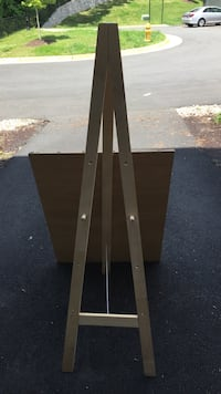 Canvas Stand With Adjustable Wooden Pegs  Woodbridge, 22191