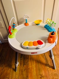 SkipHop 3-stage interactive Activity Center, 4 months (baby seat included )