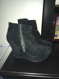 pair of black suede boots Laval, H7W