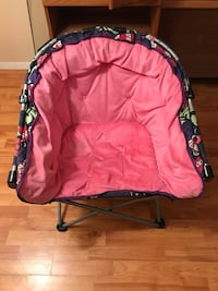 pink and black pet carrier