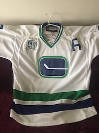 Daniel Sedin jersey (limited-edition with tie down) size 50