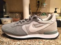 Nike WMNS Internationalist Trainers  Los Angeles, 90042
