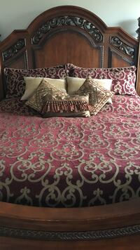 Red and gray foliage bed sheet set Oakville, L6M 0H1